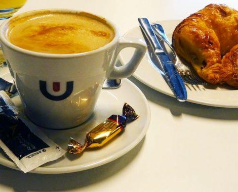 Desayunar cafe con leche Vera de bidasoa 3
