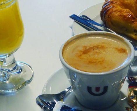 Desayunar cafe con leche Vera de bidasoa 4