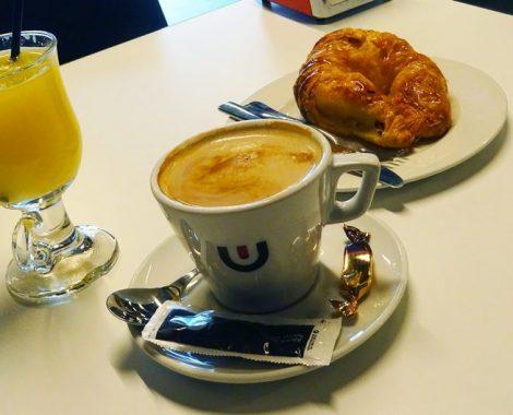 Desayunar cafe con leche Vera de bidasoa 6