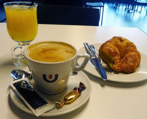 Desayunar cafe con leche Vera de bidasoa 1